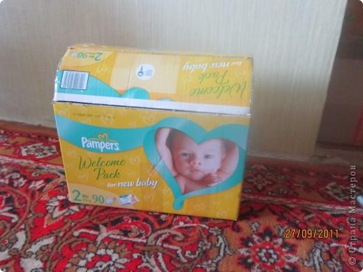 Из коробки из под памперсов соорудила вот такую коробку для игрушек для дочери.  фото 2