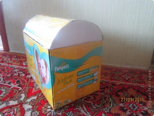 Из коробки из под памперсов соорудила вот такую коробку для игрушек для дочери.  фото 4