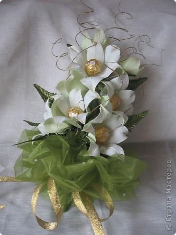 Вот такой букет из белых лилий выполнен на заказ ко Дню Учителя. фото 1