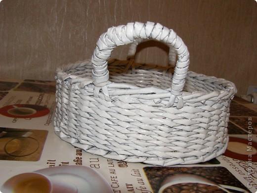 """Увидев корзинку VASILISA11 (http://stranamasterov.ru/node/235217?tid=302), не удержалась - решила сплагиатить...:) очень уж """"вкусная"""" корзиночка вышла! К моей черно-белой кухне решила покрасить белым. Вроде вполне симпатично получилось. фото 3"""