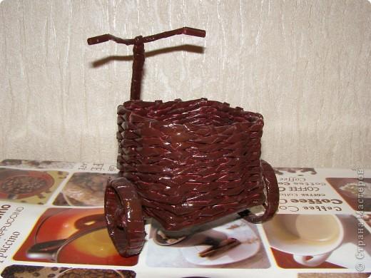 """Увидев корзинку VASILISA11 (http://stranamasterov.ru/node/235217?tid=302), не удержалась - решила сплагиатить...:) очень уж """"вкусная"""" корзиночка вышла! К моей черно-белой кухне решила покрасить белым. Вроде вполне симпатично получилось. фото 7"""