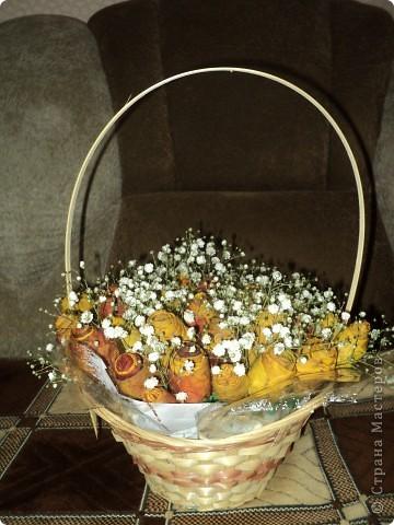 Вот такие букетики мы подарили сегодня своим учителям. Розы делали из кленовых листьев. фото 2
