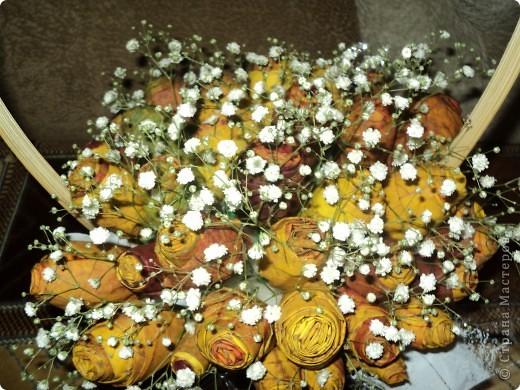 Вот такие букетики мы подарили сегодня своим учителям. Розы делали из кленовых листьев. фото 5