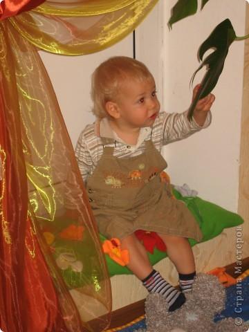 Мой сын любит сидеть на этой приступке. А иногда и лежать:)) фото 5