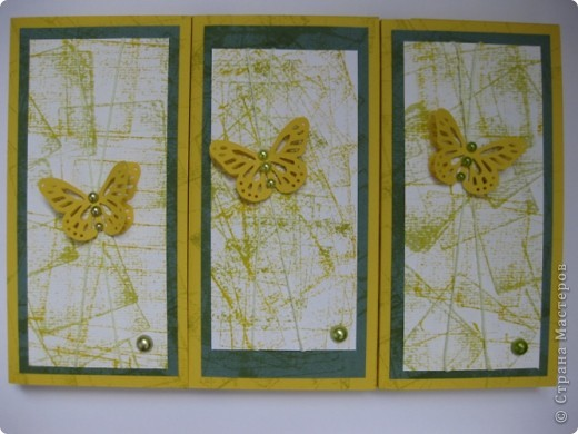 """Эти три открытки=коробочки под шоколад мы сделали вместе с сыном Женей. Его задача была:  бумагу для пастели хаотичными движениями""""заштамповать"""" дистрессовыми подушечками  двух цветов. Получилась дизайн бумага; фото 1"""