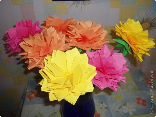 Эти цветы созданы благодаря замечательному МК allasol http://stranamasterov.ru/node/95830 ко дню учителя.  фото 1