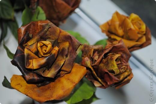 Цветы из осенних листьев. фото 2
