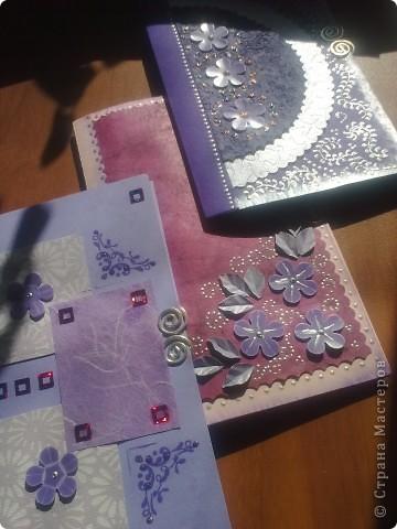 Заказали мне открыточки на день рождения трем девушкам. С формой определилась сразу, т.к на днях попалась мне вот такая открытка http://anitas-hobbyblogg.blogspot.com/2009/05/2-konfirmasjonskort-og-tutorial.html и уж очень мне понравилось ее содержимое! фото 1