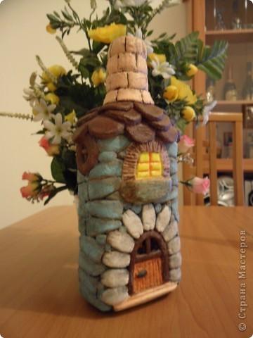 моя первая бутылка-домик из солёного теста(ещё в непокрашенном виде). фото 4