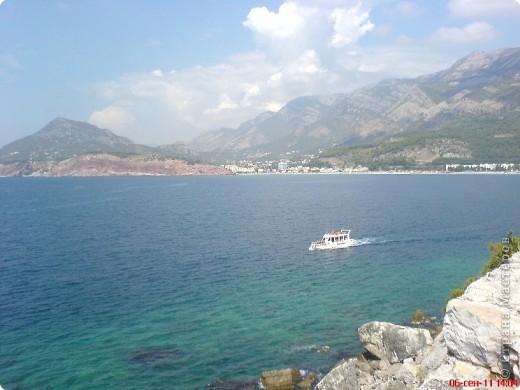 Здраво живо! Так приветствуют в Черногории.  За две недели отдыха в этой замечательной стране я просто влюбилась в неё.   В мире Черногория известна больше как Монтенегро - красивый и экологически чистый уголок Европы. Это действительно так! фото 3