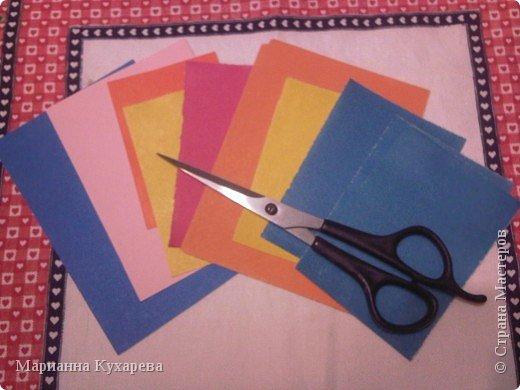 Нам понадобится цветная бумага и ножницы.  фото 1