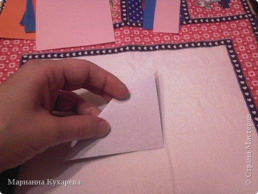 Нам понадобится цветная бумага и ножницы.  фото 3