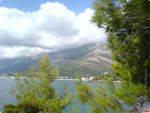 Здраво живо! Так приветствуют в Черногории.  За две недели отдыха в этой замечательной стране я просто влюбилась в неё.   В мире Черногория известна больше как Монтенегро - красивый и экологически чистый уголок Европы. Это действительно так! фото 13