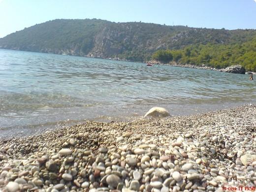 Здраво живо! Так приветствуют в Черногории.  За две недели отдыха в этой замечательной стране я просто влюбилась в неё.   В мире Черногория известна больше как Монтенегро - красивый и экологически чистый уголок Европы. Это действительно так! фото 5