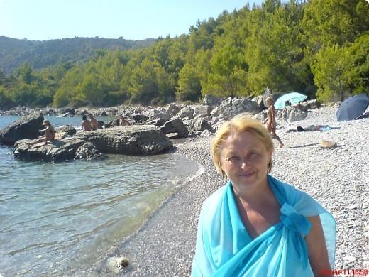Здраво живо! Так приветствуют в Черногории.  За две недели отдыха в этой замечательной стране я просто влюбилась в неё.   В мире Черногория известна больше как Монтенегро - красивый и экологически чистый уголок Европы. Это действительно так! фото 2