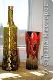 на выпускной дочери нужна была небольшая вазочка, а дома как на грех - ничего такого нет, зато был старый, никому ненужный бокал...Расписала его точечной росписью - вышла вазочка, что и требовалось!      А бутылка - это так, просто выбрасывать было жалко!