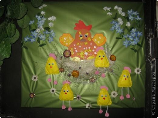 Эта картина делалась к празднику Пасхи, но до сих пор она украшает коридорчик в детском клубе фото 4