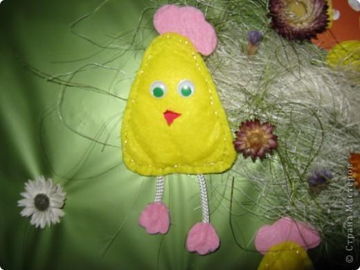 Эта картина делалась к празднику Пасхи, но до сих пор она украшает коридорчик в детском клубе фото 2