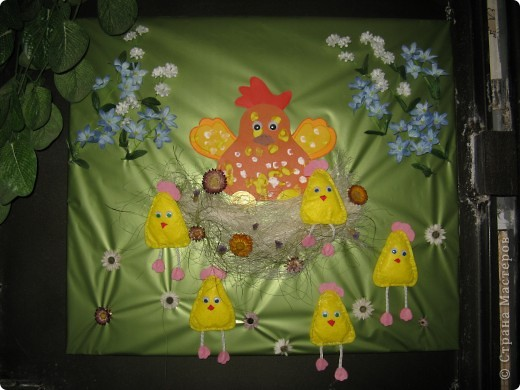 Эта картина делалась к празднику Пасхи, но до сих пор она украшает коридорчик в детском клубе фото 1