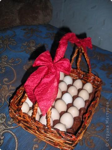 одна из первых работ из газеты, маме в подарок, вместе с яйцами) фото 1