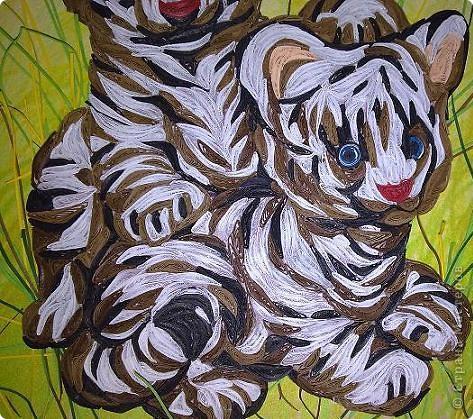 """Дорогие мастерицы, спешу поделиться новой работой. Делалась долго, трудно, но с большим желанием. С полосками нужного цвета проблемы. Спасибо рукодельниыам, чьи работы со взрослыми тиграми и львами мне помогли """"созреть"""" на эту работу. фото 3"""
