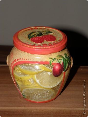 Доброго времени суток!  Добралась до своей баночки под лимоны, была она простая, а стала вот какая!  Хотела лимонов, но с ними показалось скучно, и, уж то ли осень навеяла, но захотелось ягодок.  фото 1