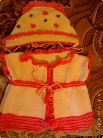 Жилеточка с шапочкой для малышки