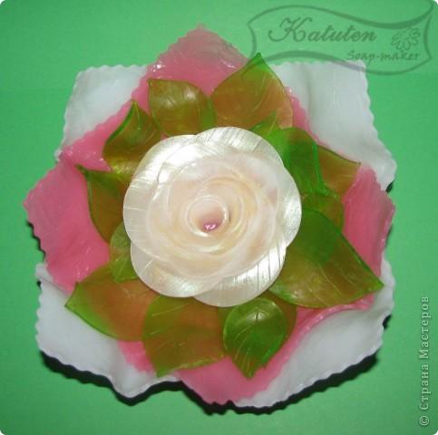Идея воплощена в жизнь...Попробовала вручную слепить розу...долой формочки...Все сделано из мыла...роза, листочки, салфетки фото 1