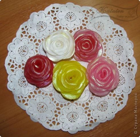 Идея воплощена в жизнь...Попробовала вручную слепить розу...долой формочки...Все сделано из мыла...роза, листочки, салфетки фото 2