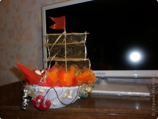 Это мой дебют. Так что не судите строго, давно хотела попробовать сделать кораблик, а вот что получилось судить вам. Кстати это подарок для моей заведующей. фото 3