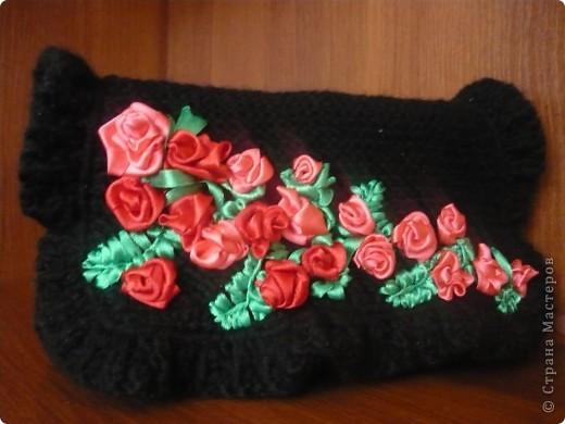 Вязанная сумочка-клатч розшытая лентами фото 1