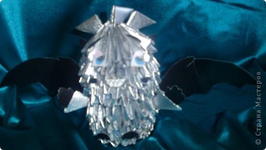 Это мой первый МК.Дракоша сделан из журнальных листов и покрашен серебреной краской из балончика. фото 2