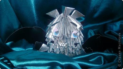 Это мой первый МК.Дракоша сделан из журнальных листов и покрашен серебреной краской из балончика. фото 1