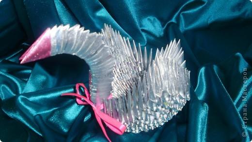 Это лебедь всё из тойже журнальной бумаги покрашено краской из балончика.Сделано по МК http://stranamasterov.ru/technic/swan?tid=451%2C328 фото 1