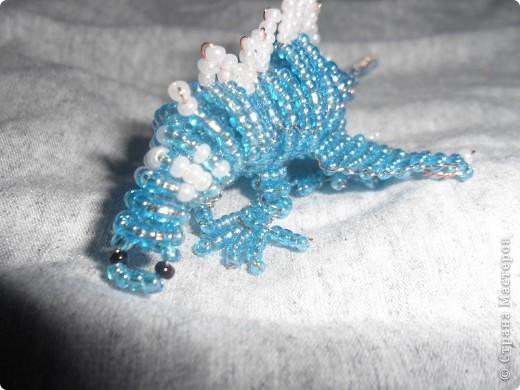 Сделала второго дракона из бисера!Его длина 10 см..Назвала я его Гоша! Вот первый дракончик. http://stranamasterov.ru/node/229005 фото 3