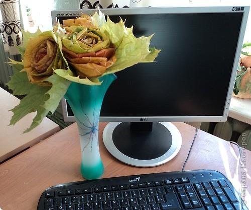 Накануне Дня Учителя с ребятами пробовали делать розы из кленовых листьев по Мастер-классу Т.Н.Просняковой http://stranamasterov.ru/node/2168 И вот подарки: этот букет роз от Марины Видяковой, 5 класс. фото 1