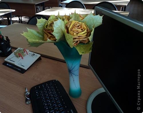 Поделка изделие Поздравление День учителя Моделирование конструирование Розы из кленовых листьев Листья фото 2