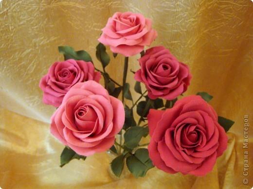 Розы лепила из Деко, тренируюсь пока на форме. Но розы из ХФ и пластики ему подобной нравятся больше. Еще очень хочеться научиться подкрашивать лепестки и листочки. Тогда цветы будут более натуральные. Но пока вот так. фото 7
