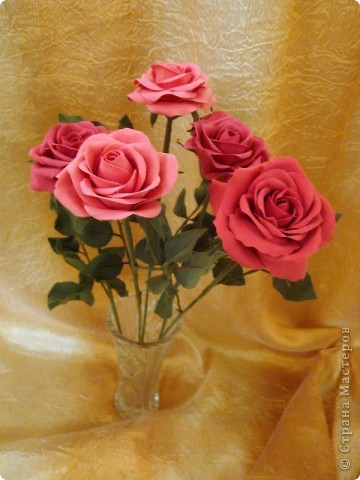 Розы лепила из Деко, тренируюсь пока на форме. Но розы из ХФ и пластики ему подобной нравятся больше. Еще очень хочеться научиться подкрашивать лепестки и листочки. Тогда цветы будут более натуральные. Но пока вот так. фото 6