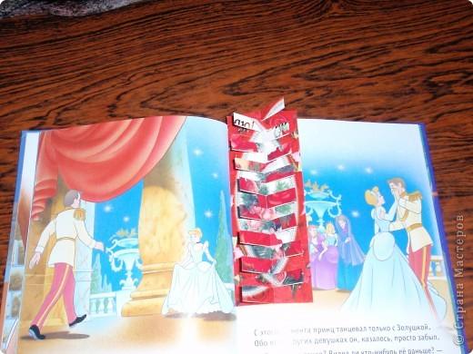 """Просматривая работы участников конкурса """"Школьный дизайн"""", вспомнилось, какие в школьные годы мы делали закладки из открыток. Представляю Вашему вниманию небольшой МК по изготовлению такой закладки, может, кому-то пригодится фото 10"""