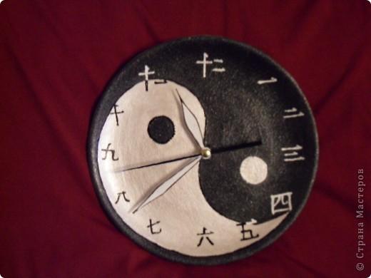 """Часы """"Инь-Янь"""" на керамической тарелке фото 1"""