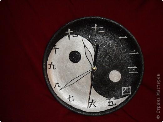 """Часы """"Инь-Янь"""" на керамической тарелке фото 2"""