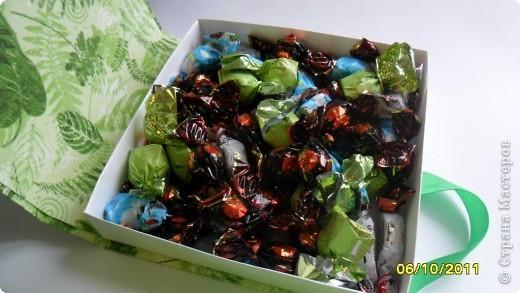 """Мамочка попросила сделать коробочку для сладкого подарка. Шоколадница не подходила, хотелось отблагодарить конфетами. Получилась такая вот """"конфетница"""". фото 4"""