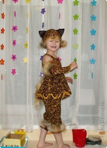 костюм Лисички (пошит из старого халата,тесемочек и отделан мехом) фото 1