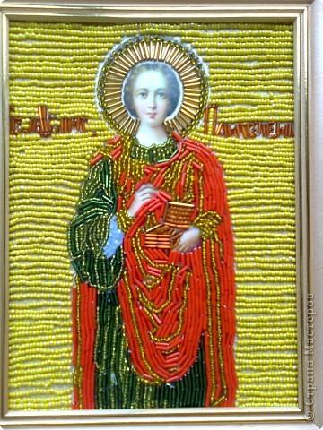 """Икона """"Пресвятая и животворящая троица"""" -вышито бисером по ткани.Эти работы были вышиты первыми- тогда я еще не решалась вышивать лики на иконах. фото 2"""