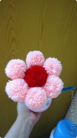 цветок из помпонов фото 1