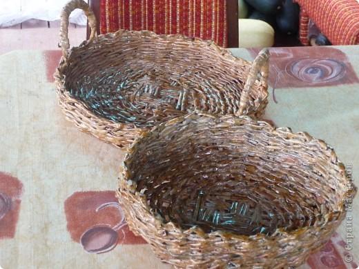 Корзиночки из газетных трубочек. Покрыты морилкой  и лаком. Белая покрыта акрилом, декупаж, акрловый лак. фото 4