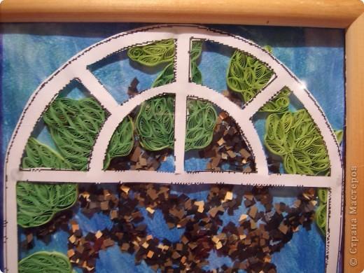 Вот и осень... Золотая почти уже закончилась. Но еще хочется немного тепла. Так и создалась эта картина. Только представьте : за окном шумит листва деревьев, в окошко буквально залезают лилии, щебечут птицы и ласковый ветерок колышет занавески......... фото 2