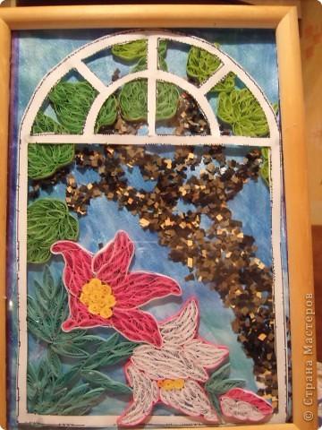 Вот и осень... Золотая почти уже закончилась. Но еще хочется немного тепла. Так и создалась эта картина. Только представьте : за окном шумит листва деревьев, в окошко буквально залезают лилии, щебечут птицы и ласковый ветерок колышет занавески......... фото 1