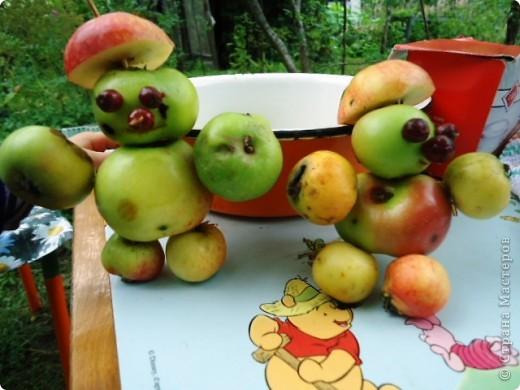 Летом просто необходимо сделать яблочных человечков! фото 1